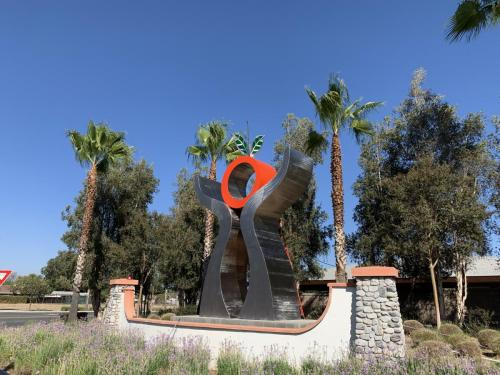 """""""The Gift""""Riverside CA.28 feet tall with kinetic leaves on top"""